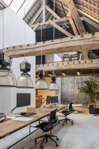 architecte lille PLUX loft industriel  entrepot poutre métal nord atelier agence architecture brut charpente verriere beton cire