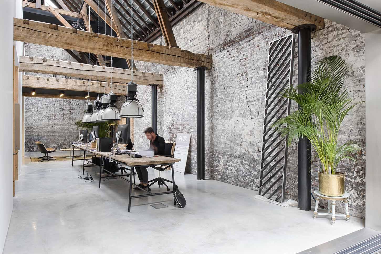 transformation d 39 un garage automobile en agence d 39 architecture architecte lille plux. Black Bedroom Furniture Sets. Home Design Ideas
