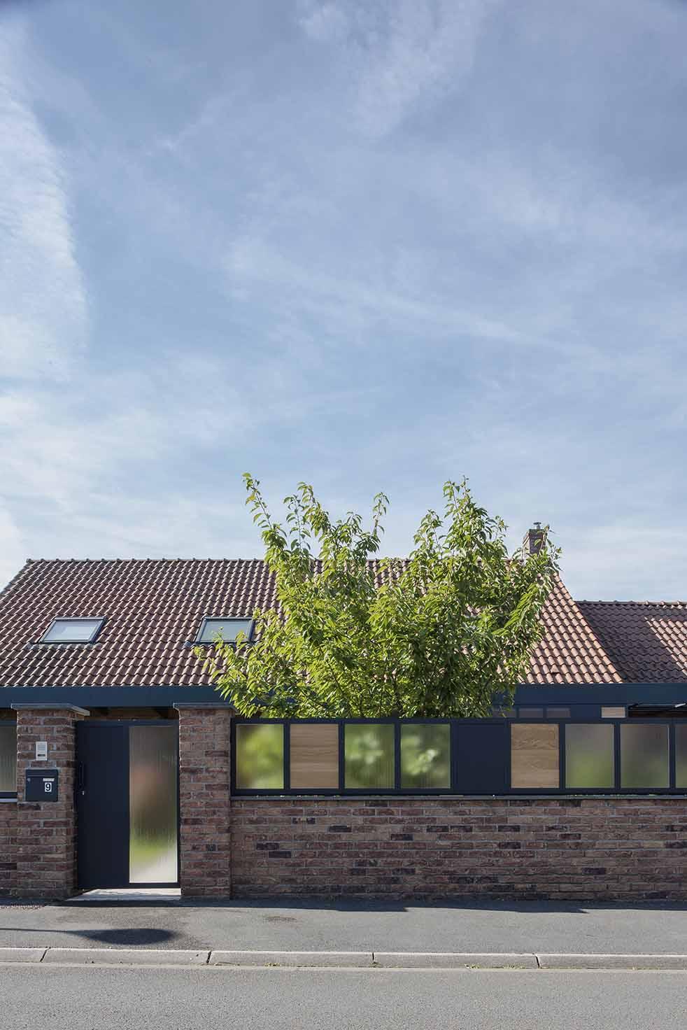 architecte lille PLUX loft industriel  entrepot poutre métal nord atelier brut verriere carport pergola chene coursive gris anthracite pavillon maison brique