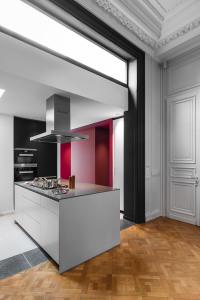 architecte Lille PLUX rénovation et restructuration d'une demeure de caractère maison de maitre cheminée moulure parquet brique haussmannien bulthaup décoration intérieur (5)