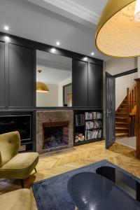 architecte Lille PLUX rénovation restructuration et extension d'une demeure de caractère maison de maitre cheminée moulure parquet carreaux ciment décoration intérieur